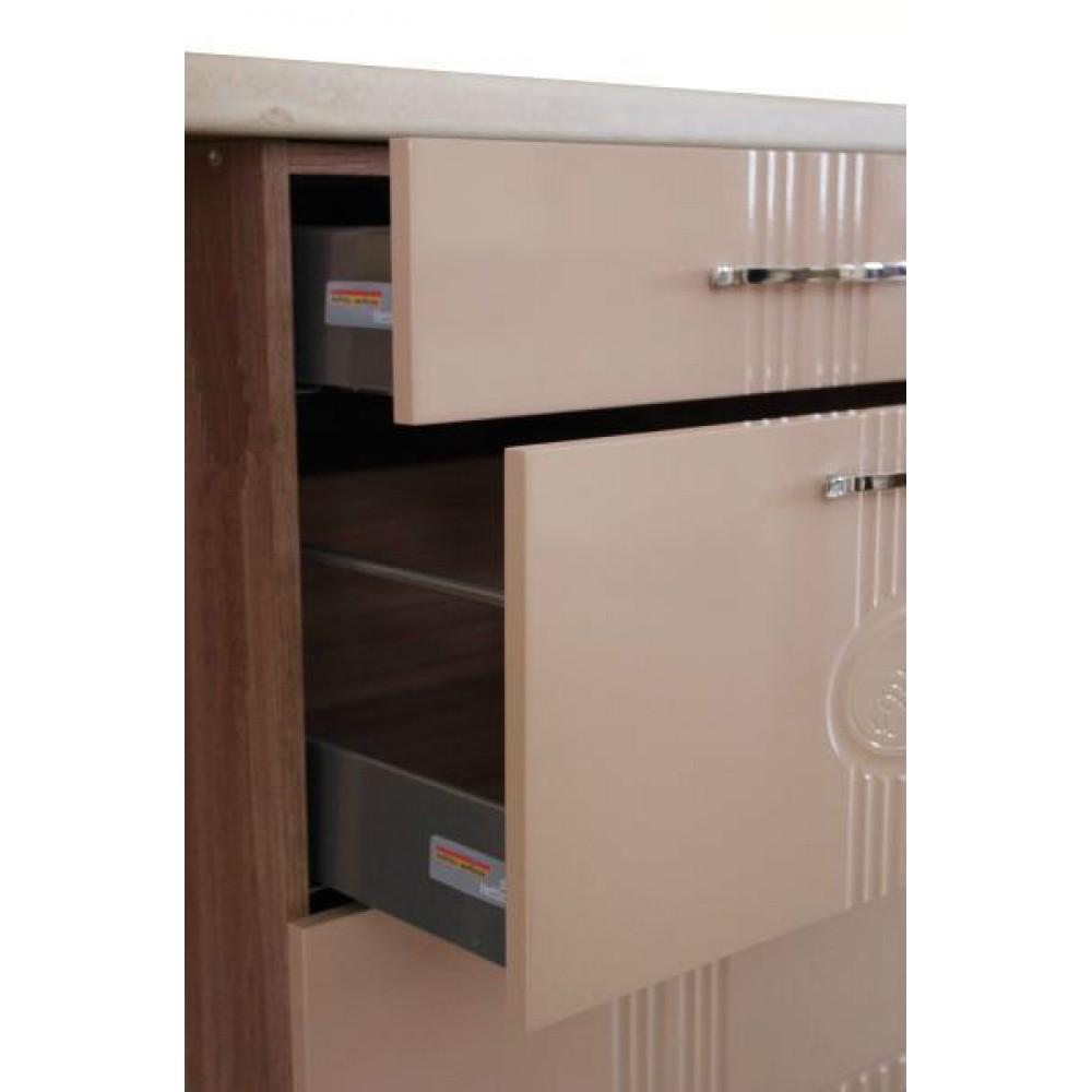Стол с 3 ящиками (с системой плавного закрывания) 18.90